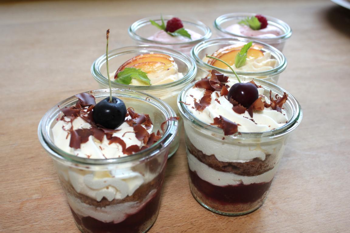 Dessertvariationen im Glas